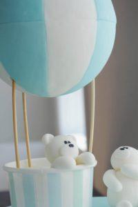 Kage med bamse i luftballon