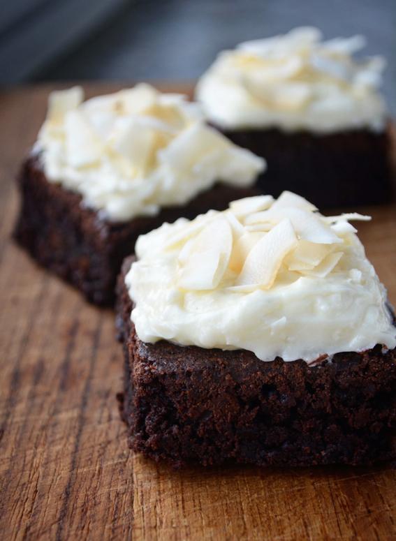 Cremet browniecheesecake med kokos