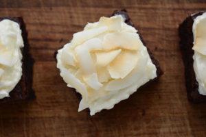 Browniecheesecake med kokostopping