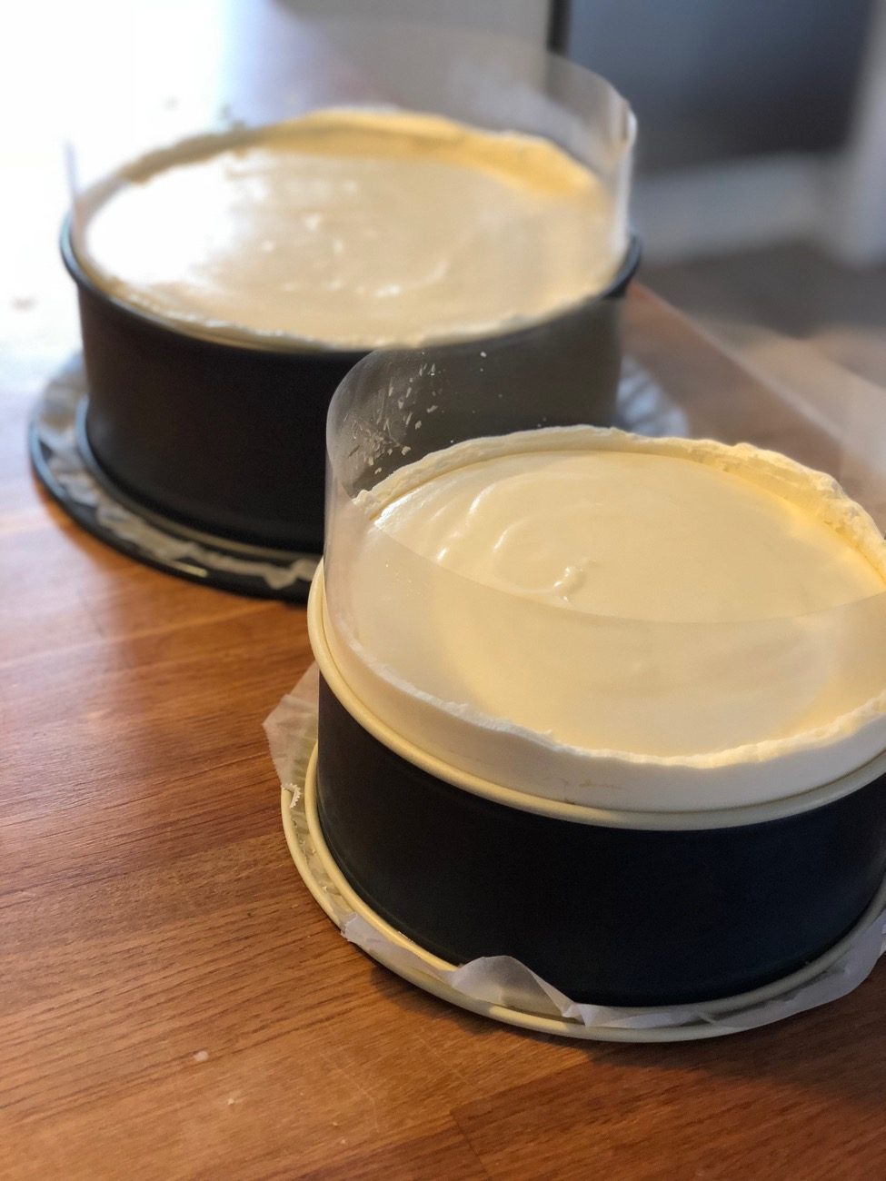 Bryllupskage med rabarber, hvid chokolade og hyldeblomst - fines.dk