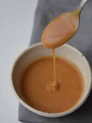 Opskrift på karamel sovs - fines.dk