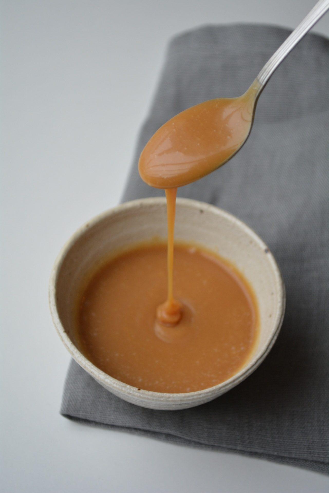 Opskrift på karamelsauce - fines.dk