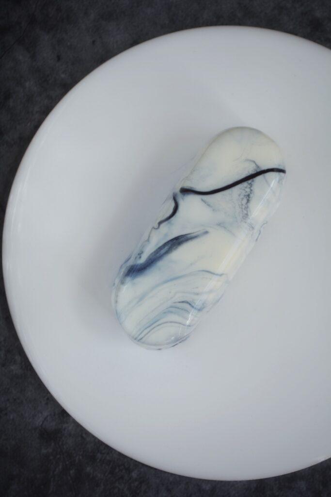 Moussekage med marmorglaze