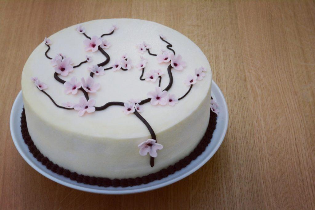 Sådan laver du det japanske kirsebærtræ som en kage