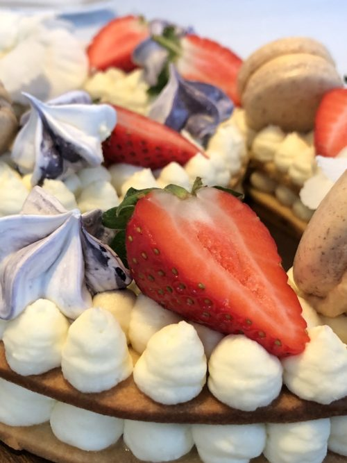 Talkage med hvid chokolademousse og karamelmousse - fines.dk