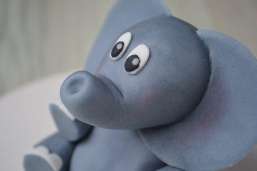 Få guiden til at lave denne fine fondant elefant - fines.dk