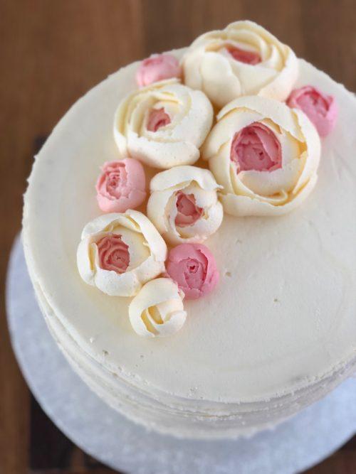 Lær at lave flotte smørcreme blomster - fines.dk