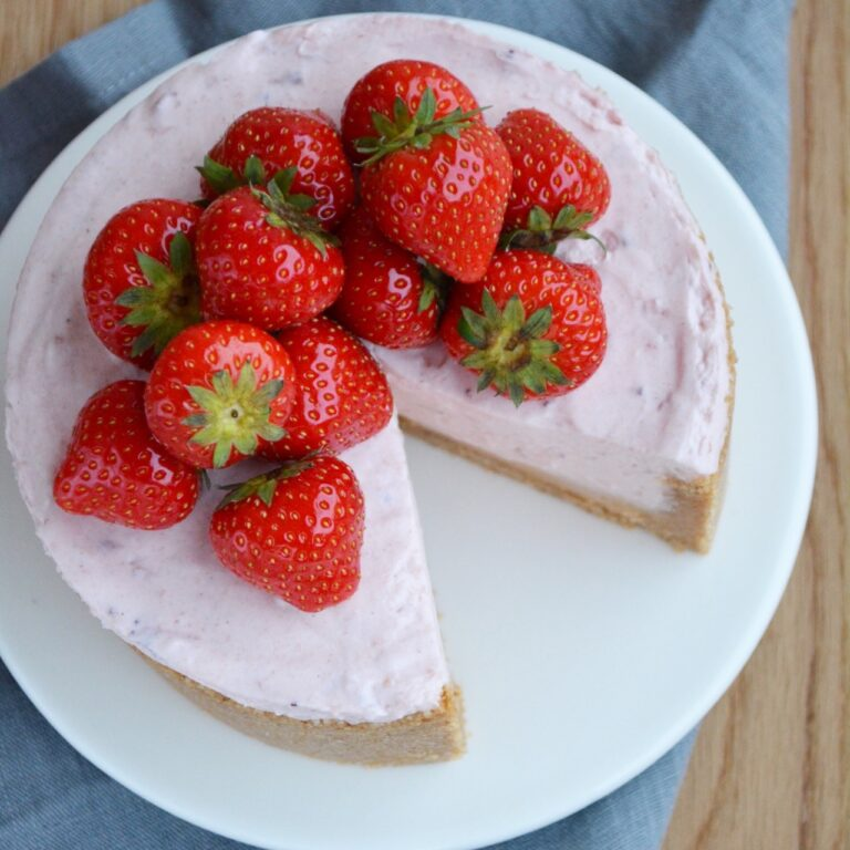 Cheesecake med jordbær og dulcey chokolade - fines.dk