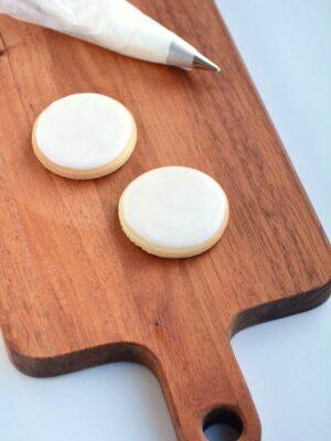 Cookies med Royal Icing på spækbræt