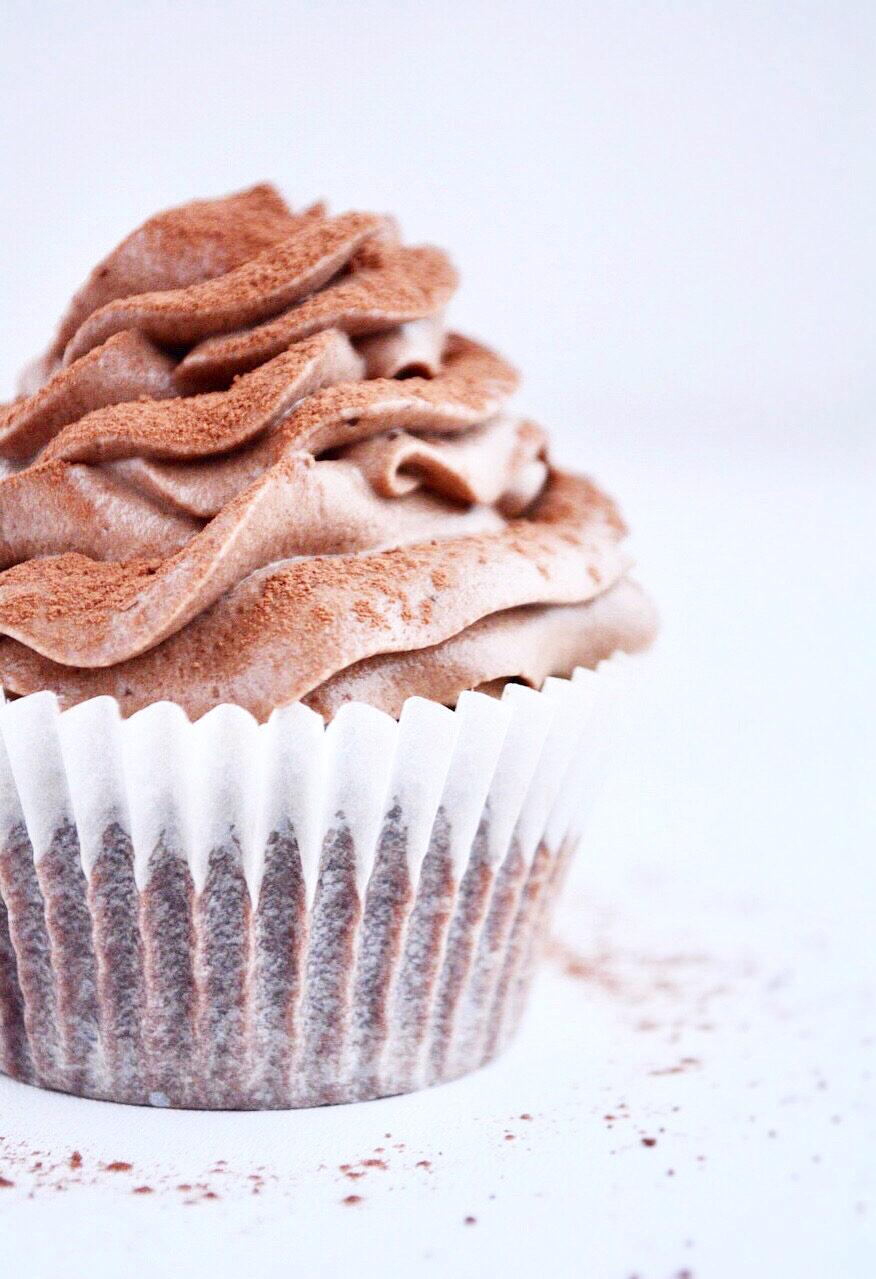 Nutellamuffins med mørk chokolademousse